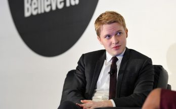 New York, February 2018. Ronan Farrow talks at the American Magazine Media Conference 2 (Ben Gabbe/Getty Images for The Association of Magazine Media)